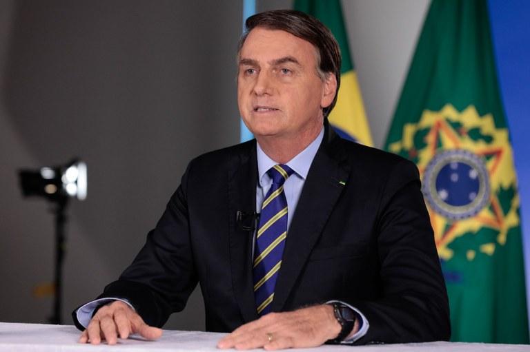 Bolsonaro anuncia que novo protocolo para uso da cloroquina sai nesta quarta-feira