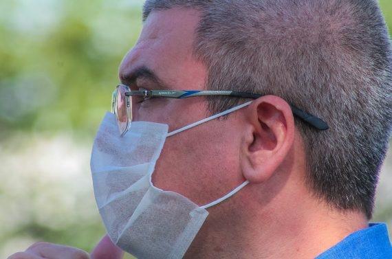 Brasil adota uso de máscara como política de saúde pública