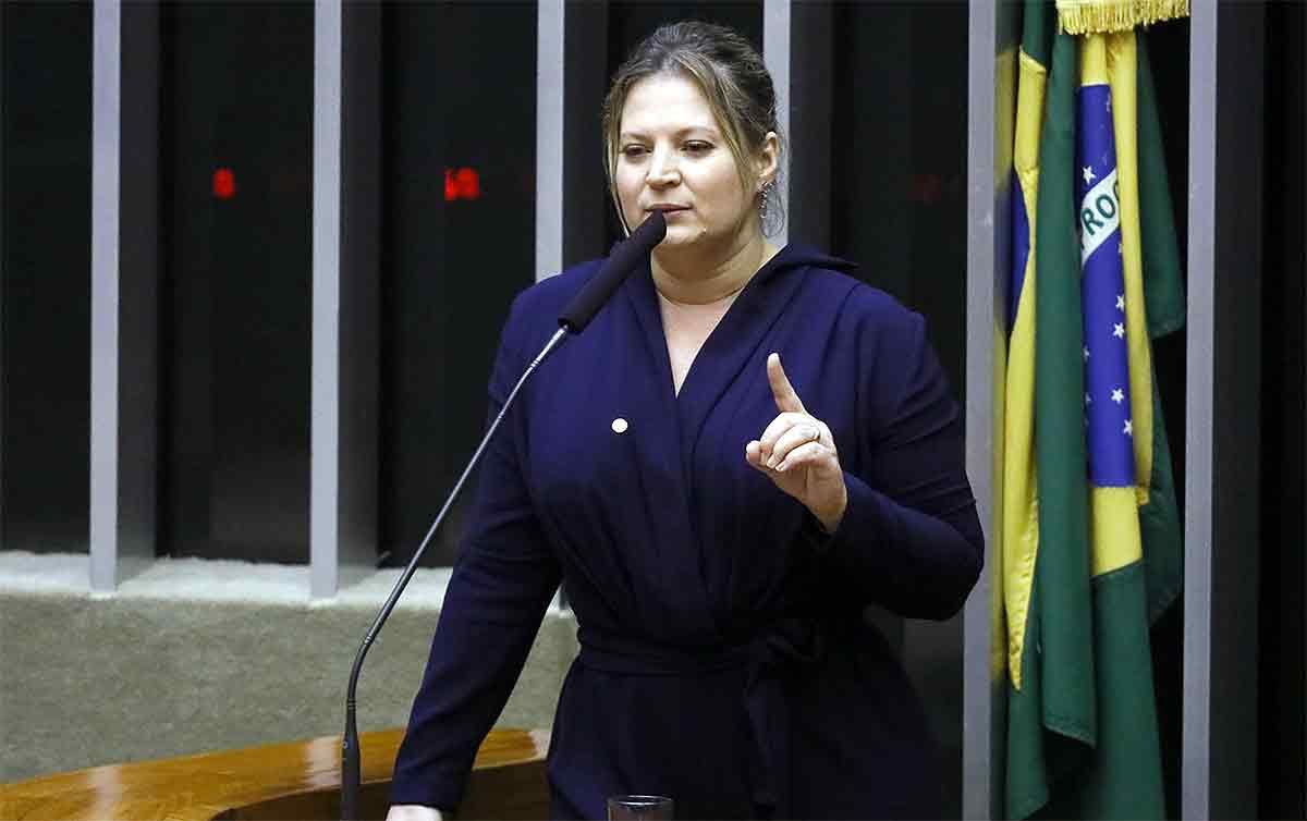 Bolsonaro ruge como um leão para os pequenos e mia como gatinho para os grandes