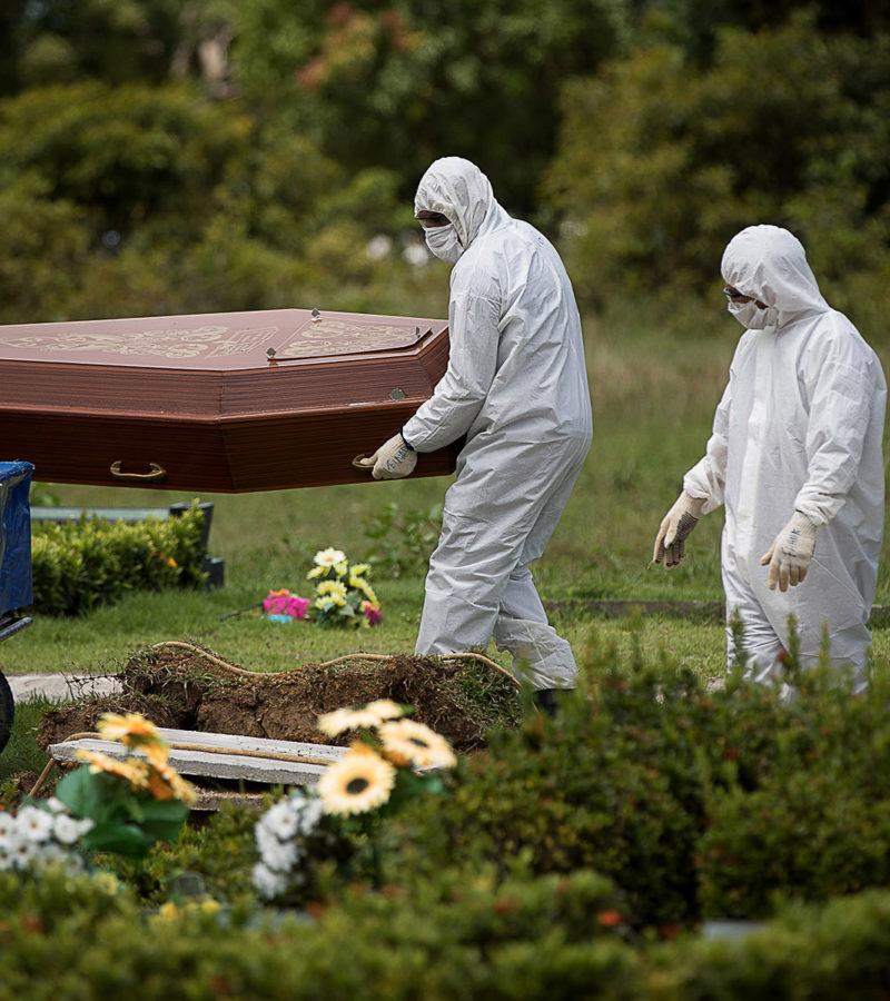 Brasil registra 1.954 mortes pela covid-19 em 24 horas, bate novo recorde e ultrapassa EUA