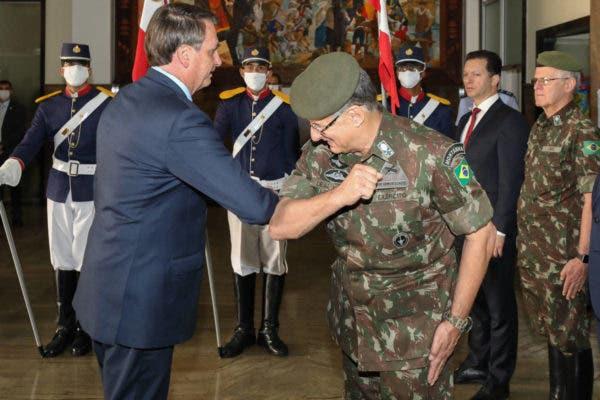 Após reunião tensa, comandantes das Forças Armadas são exonerados