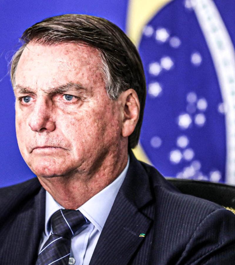 Bolsonaro diz que Forças Armadas podem ir às ruas para 'acabar com covardia de toque de recolher'