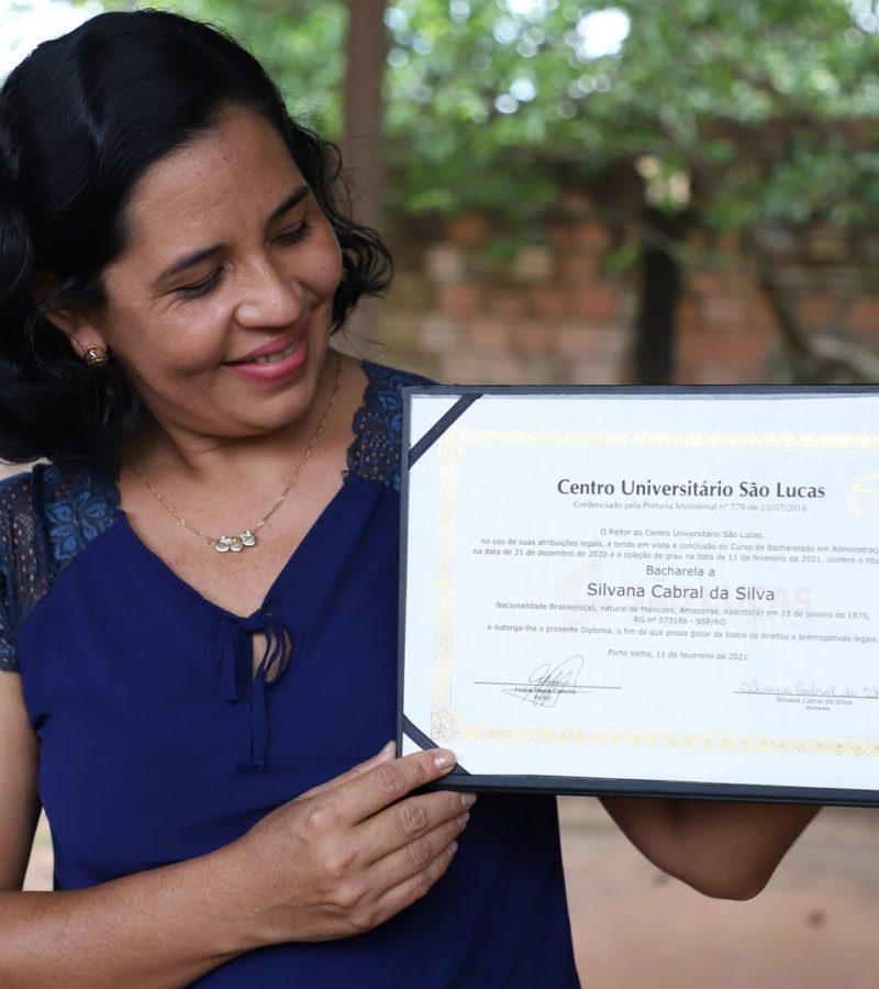 Silvana ganhou passaporte para uma vida melhor: o programa Faculdade da Prefeitura